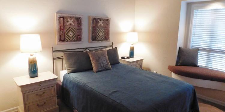 Queen bedroom in StoneRidge Townhomes #19 in Sunriver