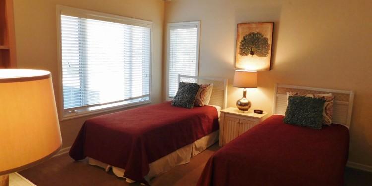 Twin bedroom in home #19