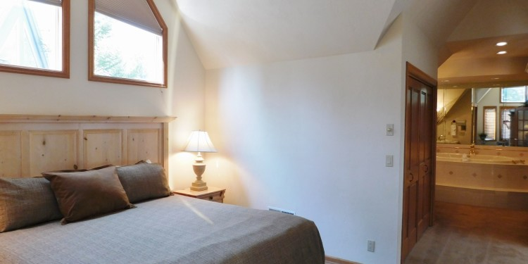 King bedroom master at StoneRidge Townhomes