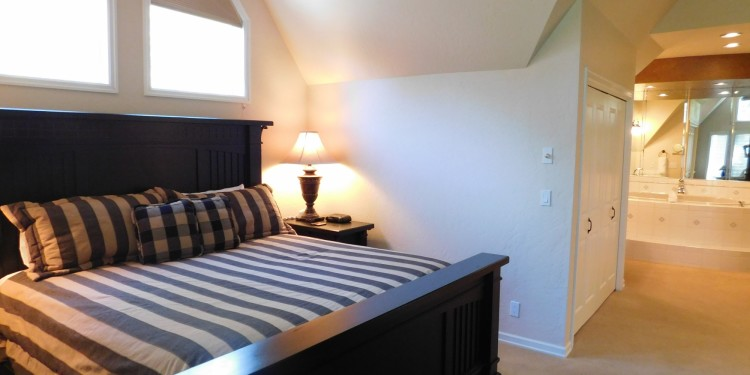 King master bedroom in home # 25 at StoneRidge Townhomes