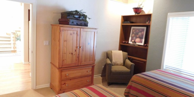 Twin room dresser at StoneRidge Townhomes townhome #25